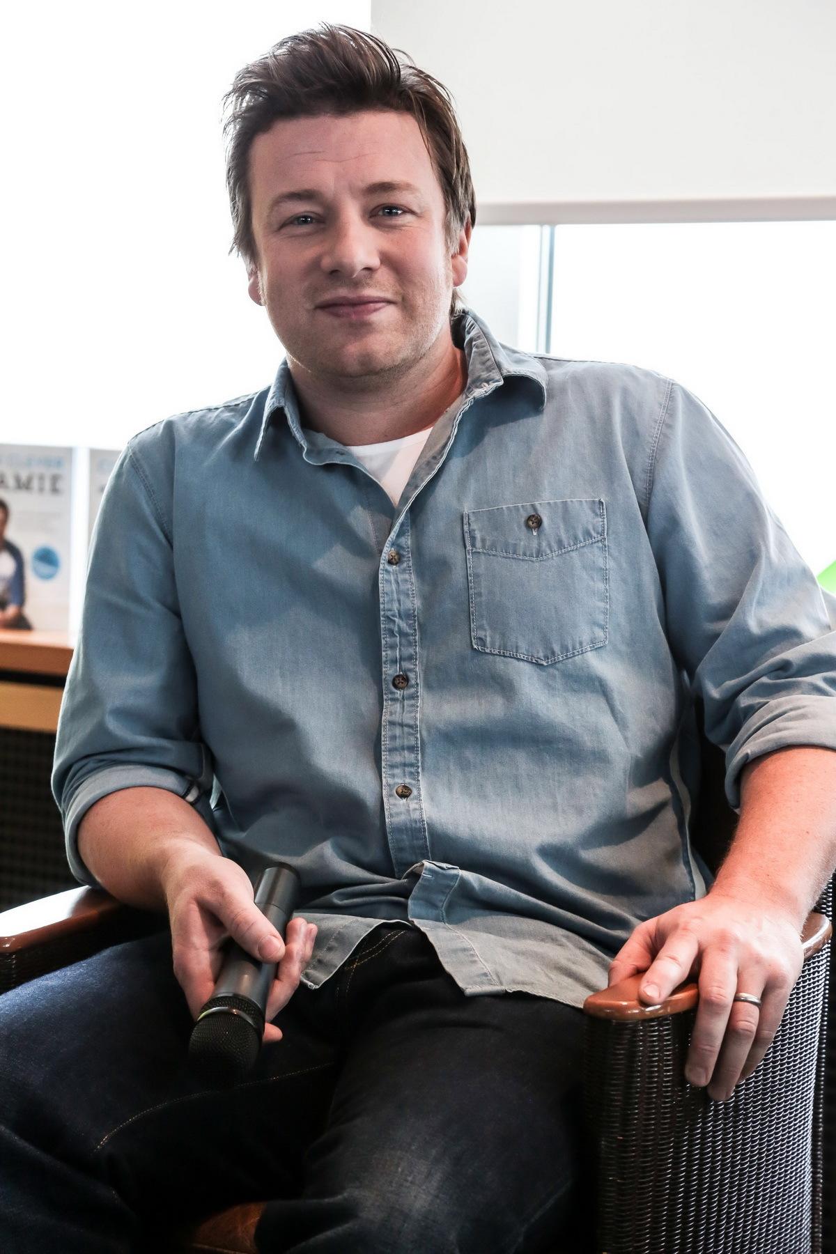 Jamie Oliver închide 12 restaurante