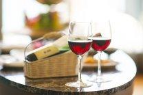 Acum ai un motiv serios să bei un pahar de vin roşu pe zi. Cercetătorii americani explică de ce.