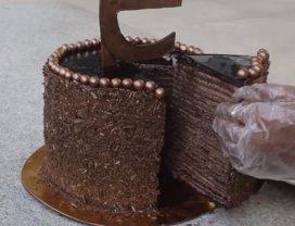Concurs inedit: mănânci repede o felie de tort şi o primeşti gratuit