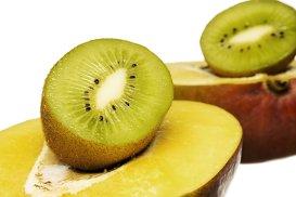 Cum să cureţi kiwi, mango sau avocado în doar 3 secunde