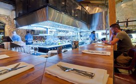 Vrei să devii un chef bun? Mergi în restaurante cu bucătării deschise