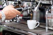 Greşelile pe care le faci cu cafeaua. Sfaturile unui barista