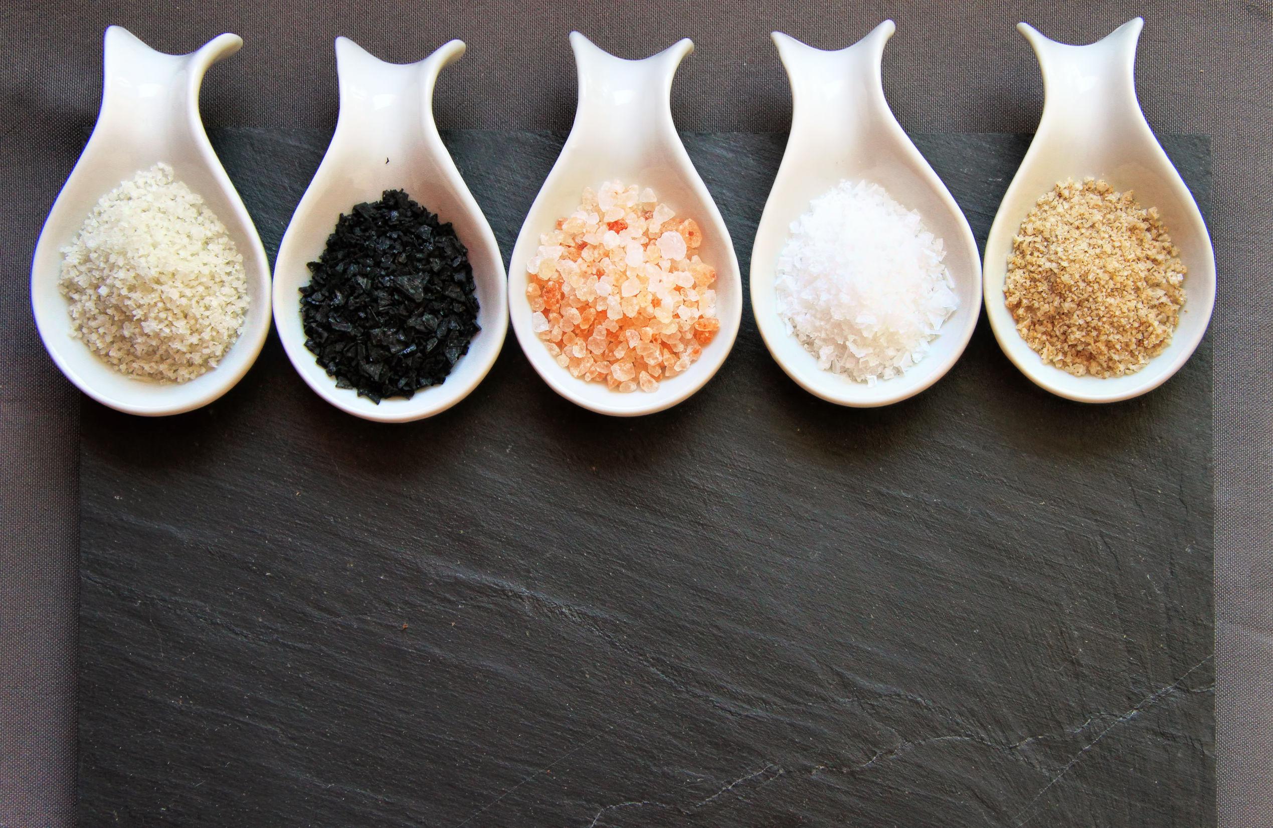 Diferenţa dintre sarea kosher, sarea de masă şi sarea de mare