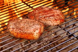 Anthony Bourdain, despre cea mai mare greşeală pe care o face lumea când pregăteşte friptura la grătar