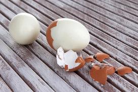 Cea mai rapidă metodă prin care poţi curăţa un ou fiert
