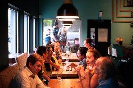 6 lucruri care îţi influenţează în mod inconştient comanda la restaurant