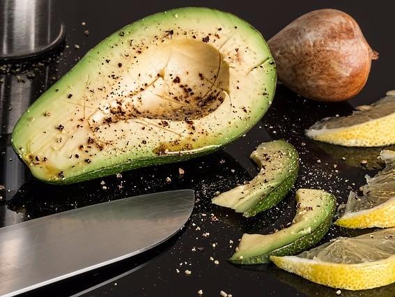 Alimentele la modă precum quinoa sau avocado au mai puţini nutrienţi decât ouăle