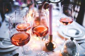 Greşeala pe care o fac cele mai multe persoane când beau vin rosé