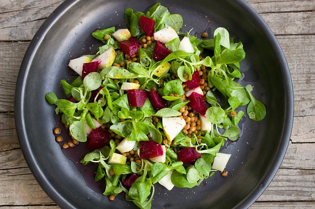 10 trucuri pentru cele mai bune salate