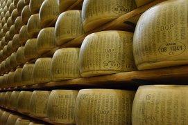 Parmigiano-Reggiano sau Parmezan?