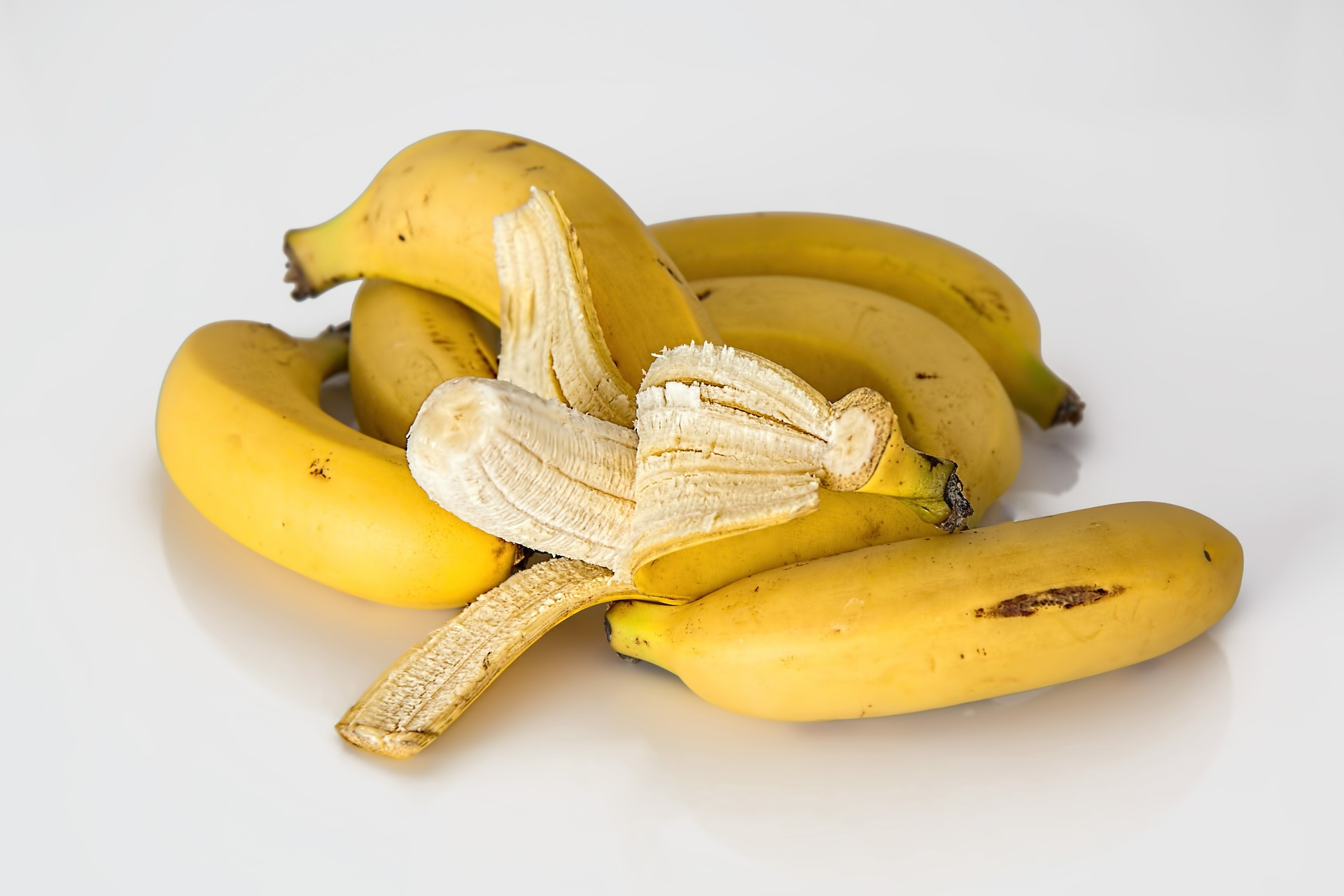 Ce rol au firele albe ce se desprind de pe banane?