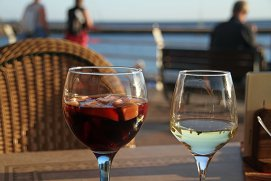 De ce bem din ce în ce mai mult vin?