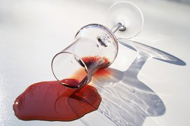 De ce dă dureri de cap vinul roşu?