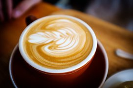 Cum faci acasă caffe latte fără să ai espressor?