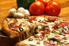 Cum îţi faci acasă cuptor de pizza fără să dărâmi bucătăria (plus cea mai simplă reţetă de pizza)