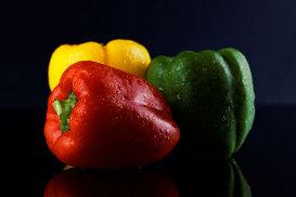 Diferenţa dintre ardeiul gras roşu, galben şi verde