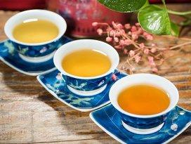 Motivul pentru care nu ar trebui să lăsaţi pliculeţul de ceai prea mult în apă fierbinte