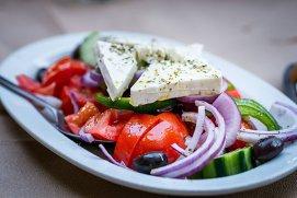 Mai mulţi copii au încercat diverse feluri greceşti de mâncare pentru prima data - VIDEO