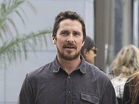 """Christian Bale este aproape de nerecunoscut după ce a mâncat """"o grămadă de plăcinte"""" pentru un rol"""