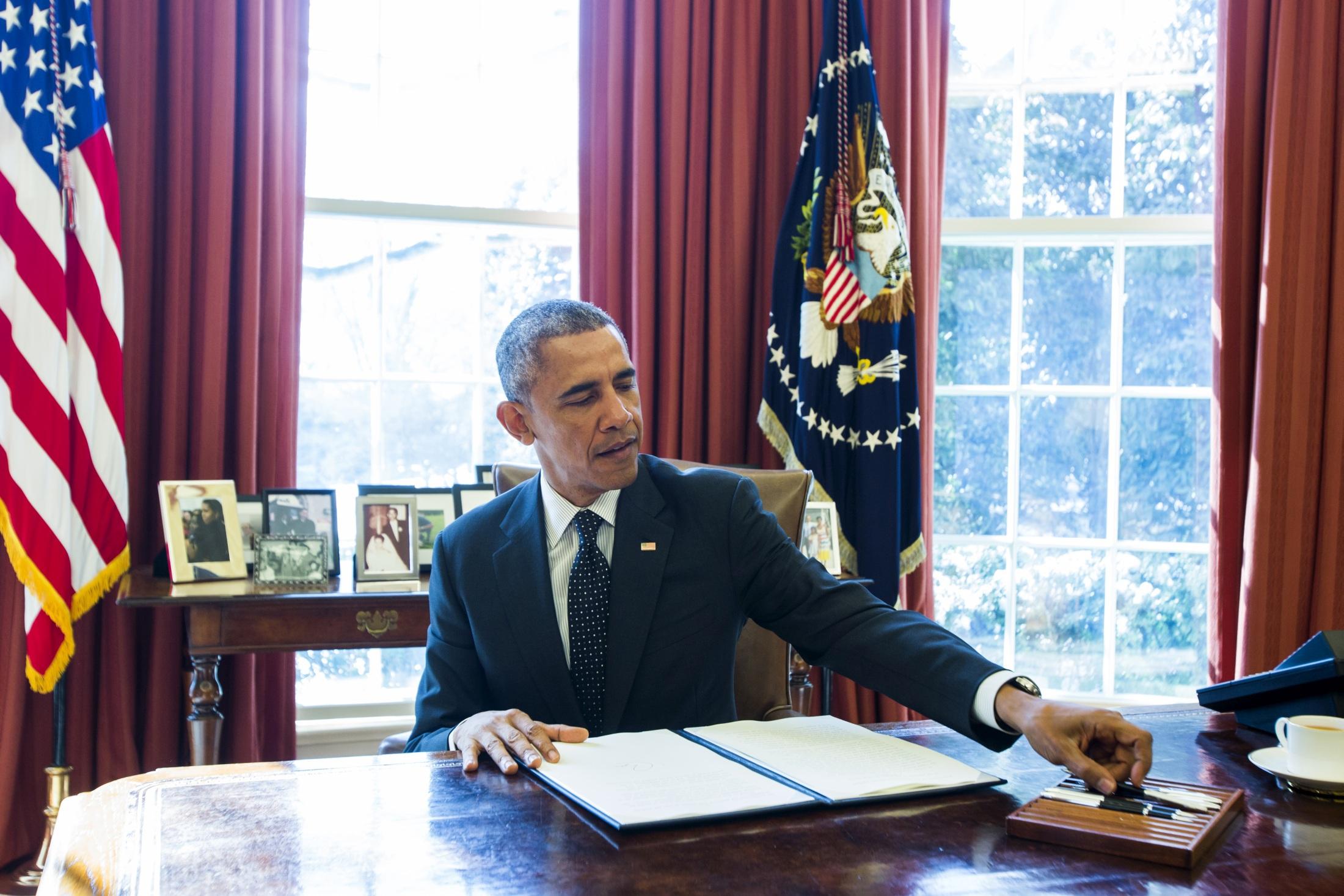 Barack Obama apăsa butonul roşu pentru un lucru neobişnuit