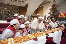 Papa Francisc a sărbătorit 81 de ani cu pizza şi le-a făcut copiilor un îndemn emoţionant