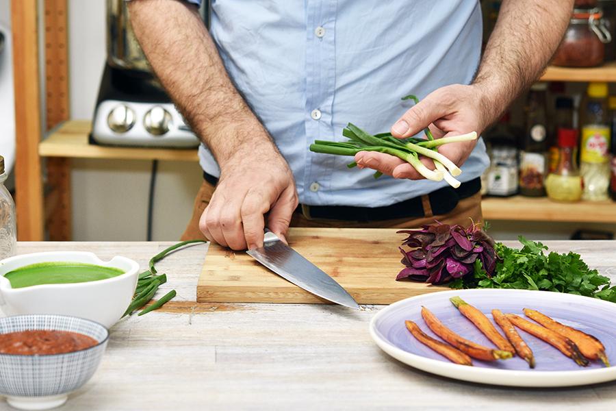 Bucătarii celebri dezvăluie ce feluri de mâncare surprinzător de simple mănâncă acasă