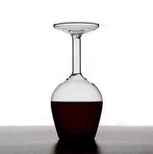 Revoluţie în materie de design. Acest pahar de vin va atrage toate privirile