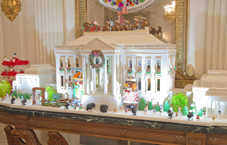 Cea mai extravagantă casă din turtă dulce. Ce temă a ales Michelle Obama pentru ultimele sărbători de iarnă ca Prima Doamnă a SUA. FOTO