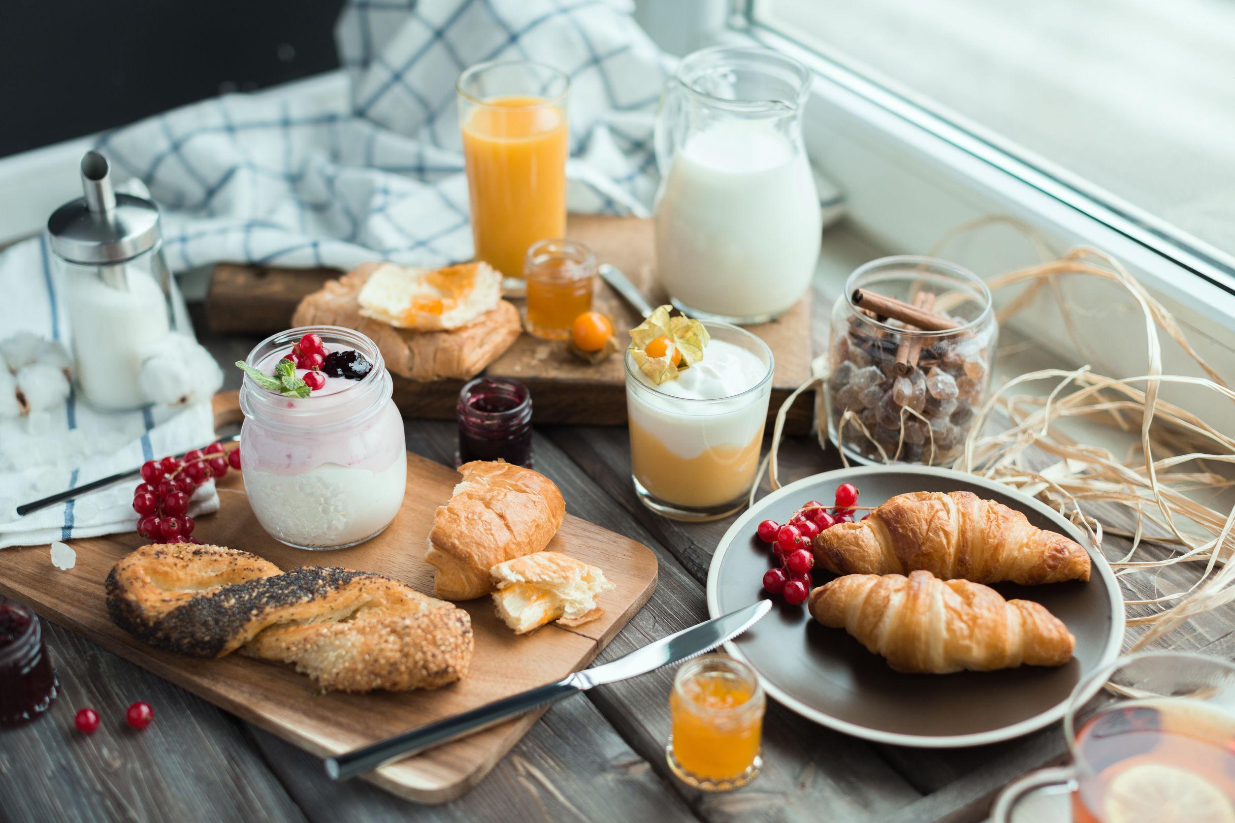 Petit dejeuner. Cum arată un mic dejun în stil parizian