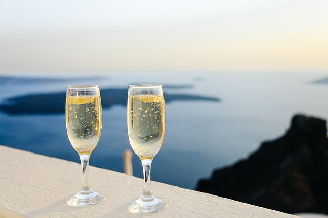 Ce trebuie să ştiţi despre vinurile spumante, cum ar fi Champagne, Prosecco sau Cava