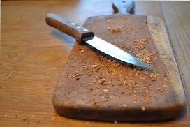 5 moduri de a curăţa eficient tocătorul de bucătărie