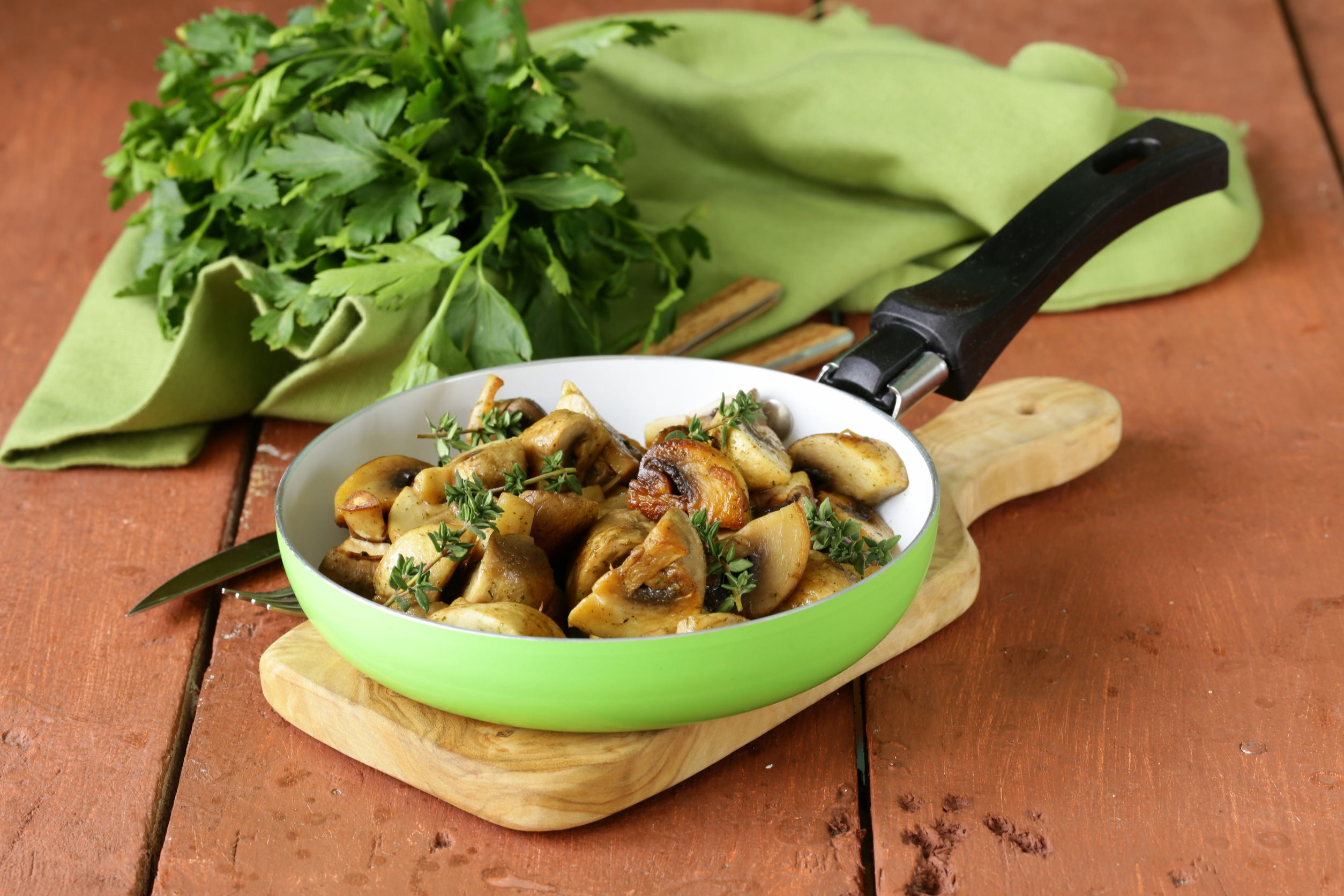 Ciuperci champignon cu usturoi
