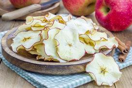 Dulci şi gustoase! Chipsuri din mere la cuptor