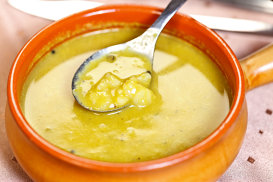 Mulligatawny, supă englezească picantă cu rădăcini adânci în bucătăria indiană