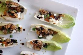 Antipasto: andive cu brânză, miere şi nuci