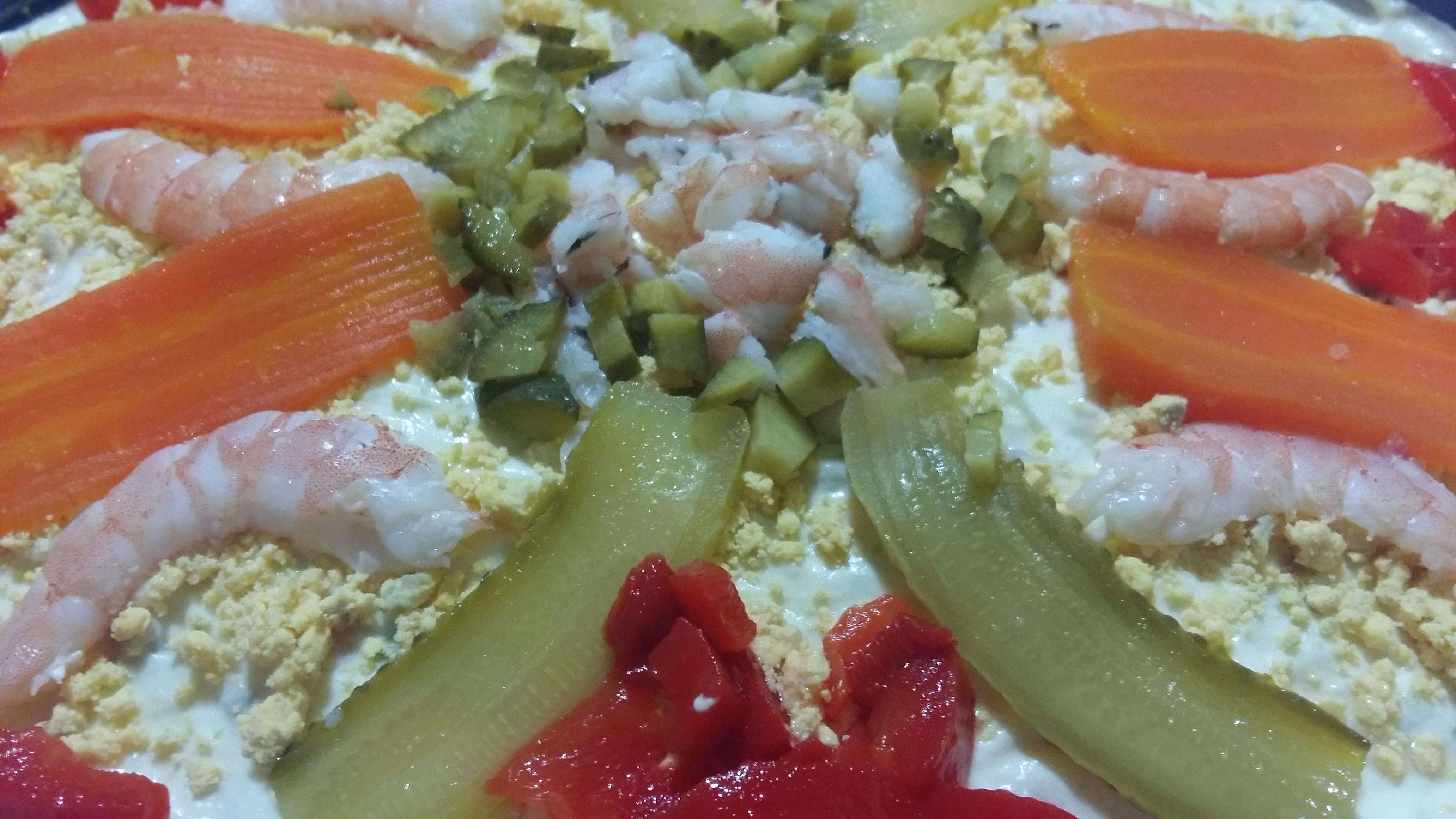 Salată mediteraneană cu creveţi şi ton