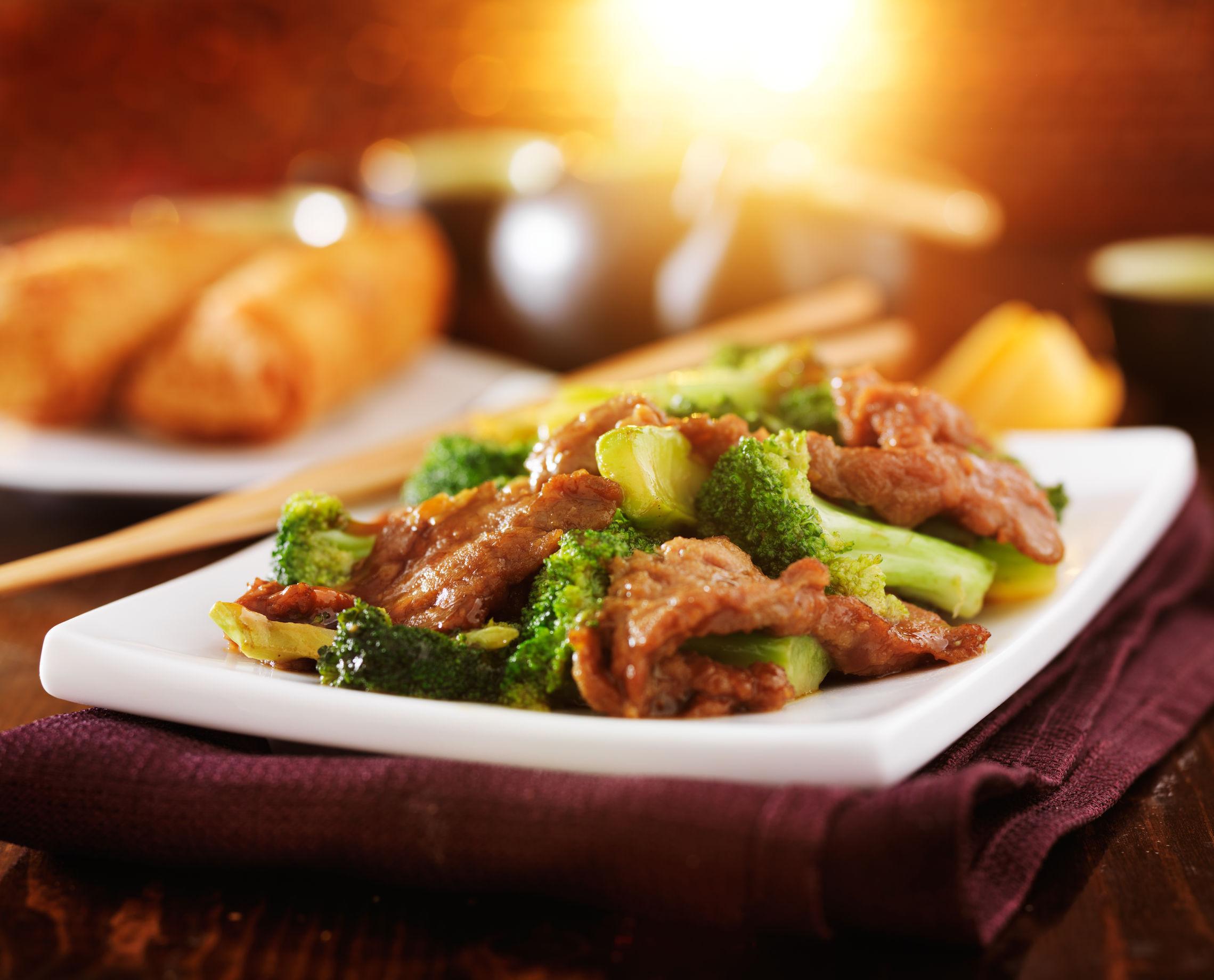 Friptură de vită cu broccoli în stil asiatic