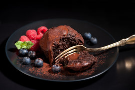 Negresă cu ciocolată, piper roz şi sos de afine şi scorţişoară