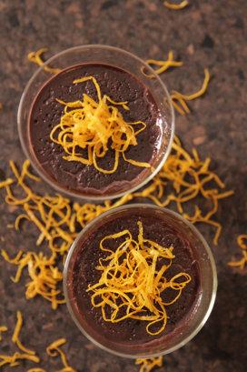 Mousse de ciocolată cu avocado şi portocală