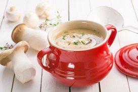 Supa magică de ciuperci, preparată chiar în bucătăria pariziană a Patriciei Wells