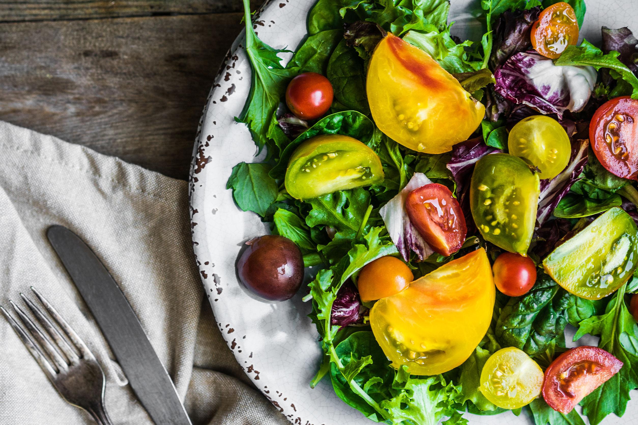 7 salate perfecte în orice meniu