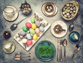 4 idei savuroase pentru a folosi ouăle vopsite de Paşte