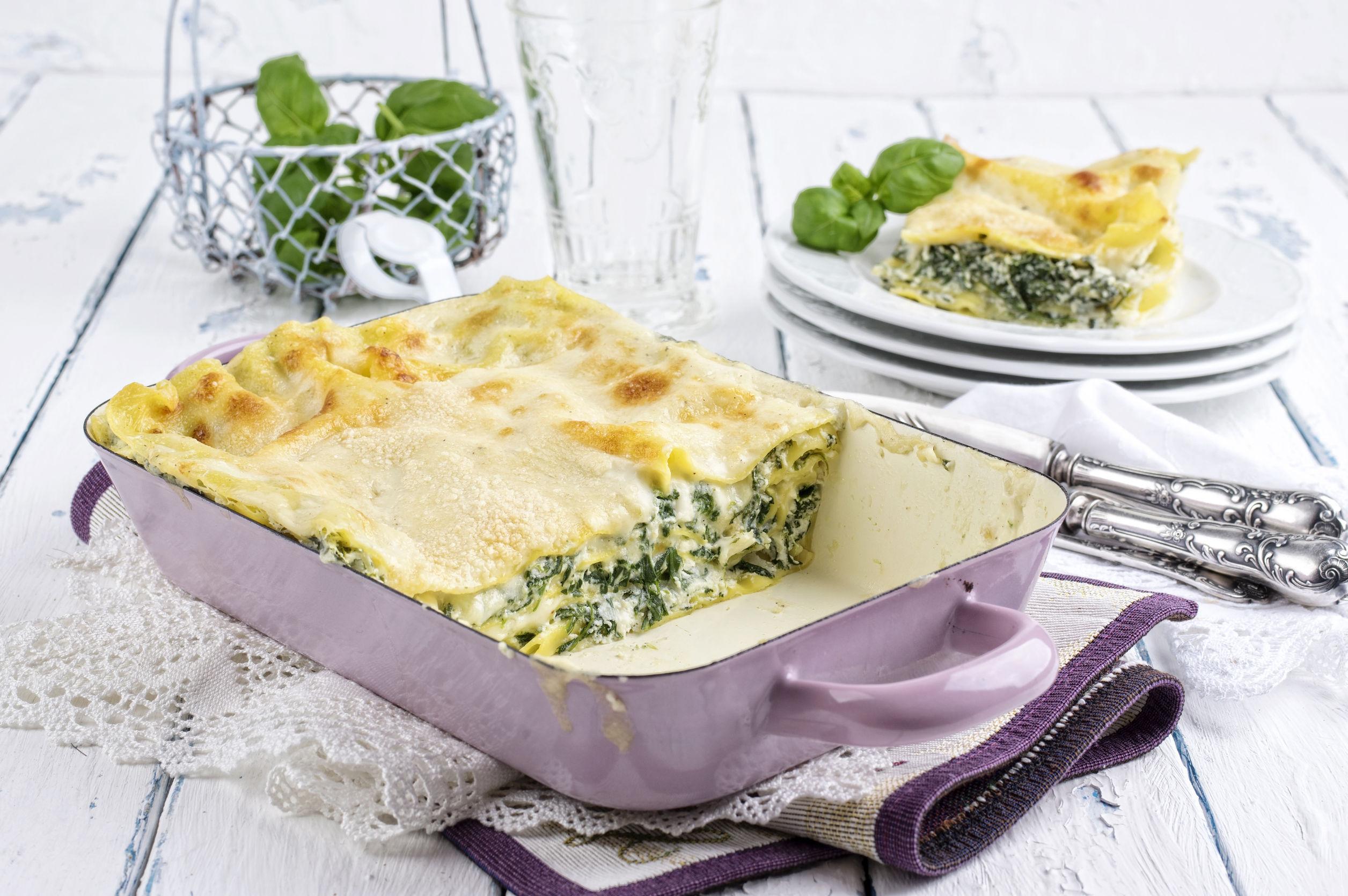 Lasagna cu spanac, ricotta şi seminţe de pin coapte