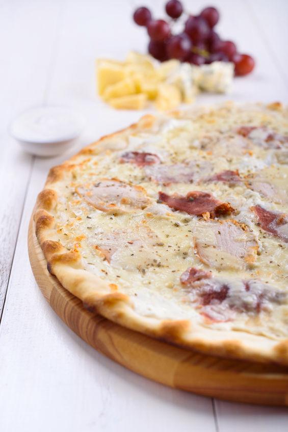 Pizza cu gorgonzola şi struguri