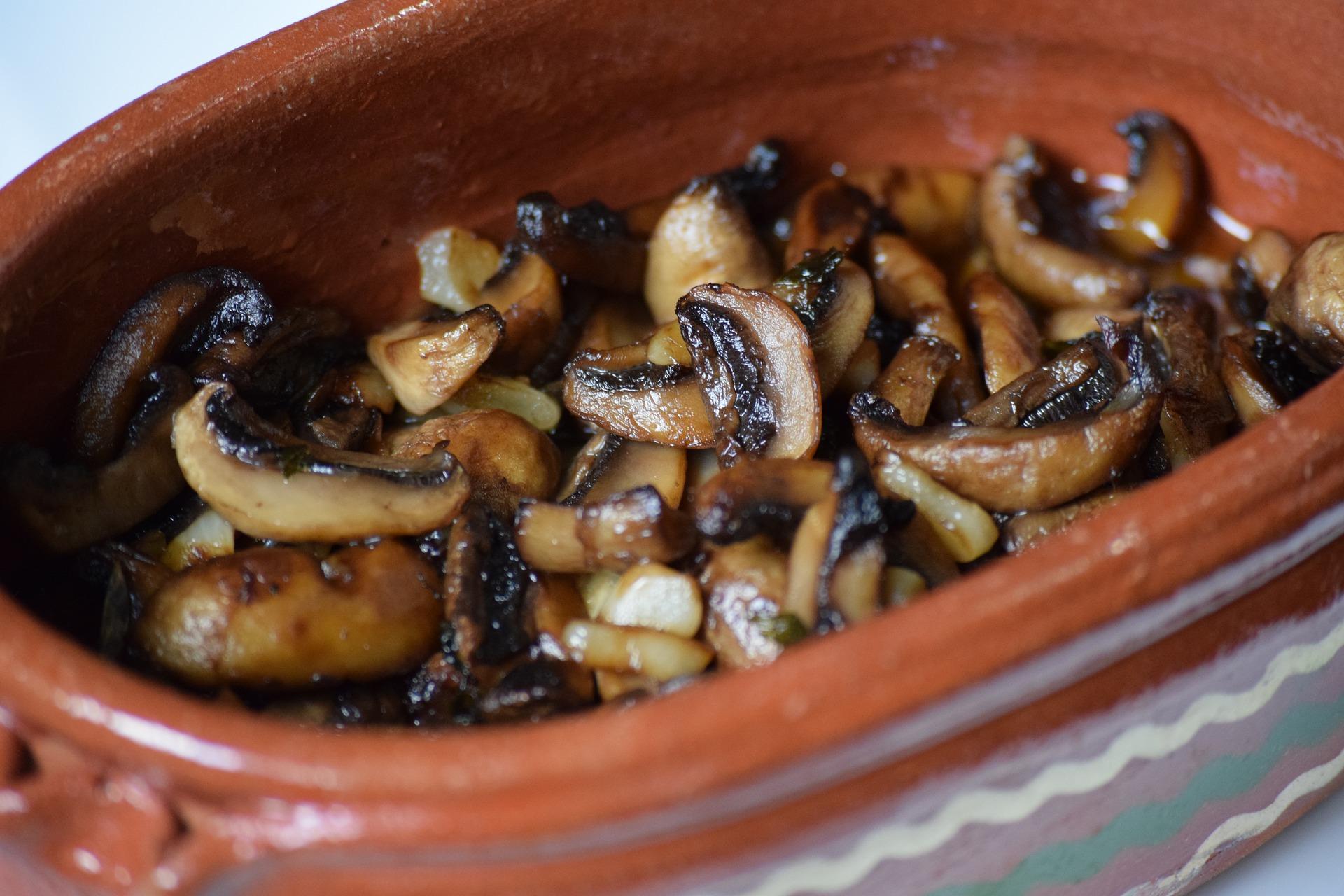 Ciuperci cu unt şi usturoi