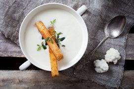 Supă cremă de conopidă: un deliciu pentru zile mohorâte