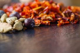 Secretele mirodeniilor din dulapurile bucătăriei pakistaneze