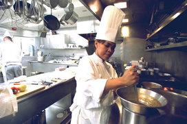 Povestea Cristetei Comerford, prima femeie executive chef care găteşte pentru cea mai puternică familie din lume