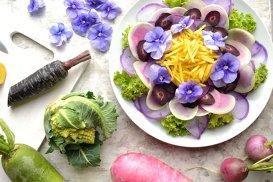 Microplantele şi florile comestibile, la mare căutare în restaurantele de lux din România. Povestea unei afaceri încolţite într-un balcon