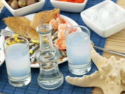 Ouzo: Istoria băuturii greceşti şi beneficiile ei pentru sănătate